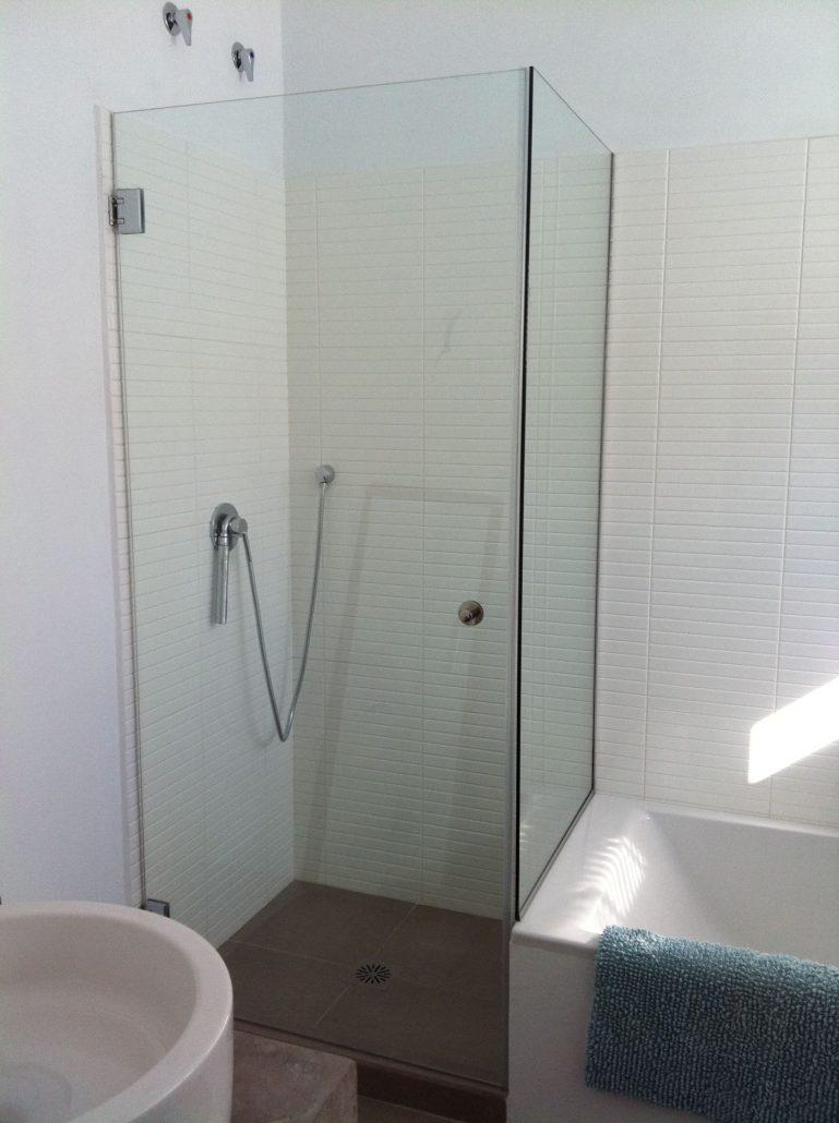 Mamparas de baño para la bañera y el plato de ducha en Almería.